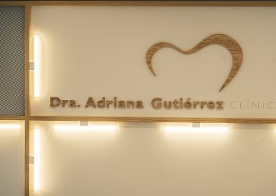 Interior design dental clinic Dra. Adriana Gutiérrez - Detail desk